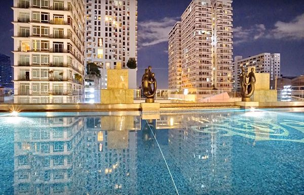 Ivy-Thonglor-Bangkok-condo-for-sale-swimming-pool-2