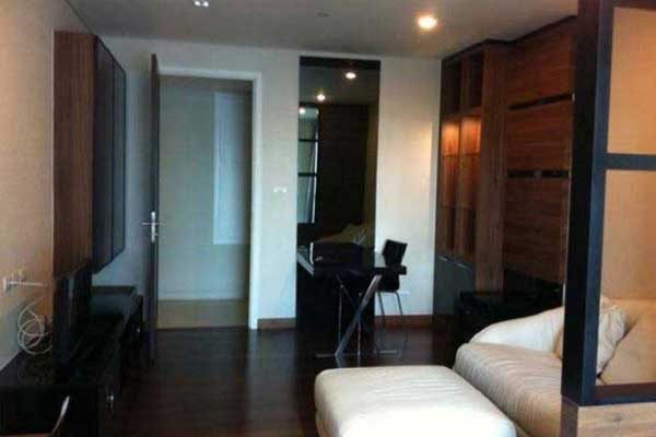 Ivy-Thonglor-studio-rent-0917-feat